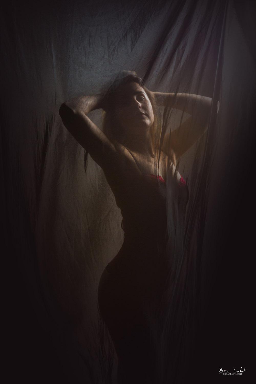 photographie lingerie effet voile en studio lyon