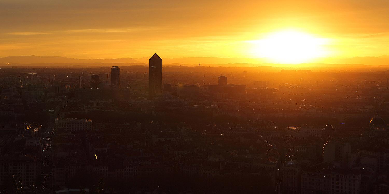 Couché de soleil sur Lyon, l'immobilier se détache